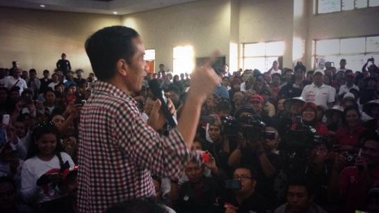Menemani Jokowi menyapa relawan
