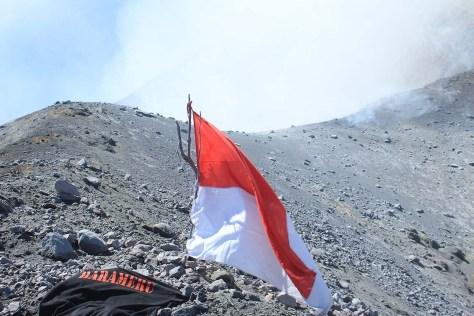 Merah Putih di Puncak Sinabung
